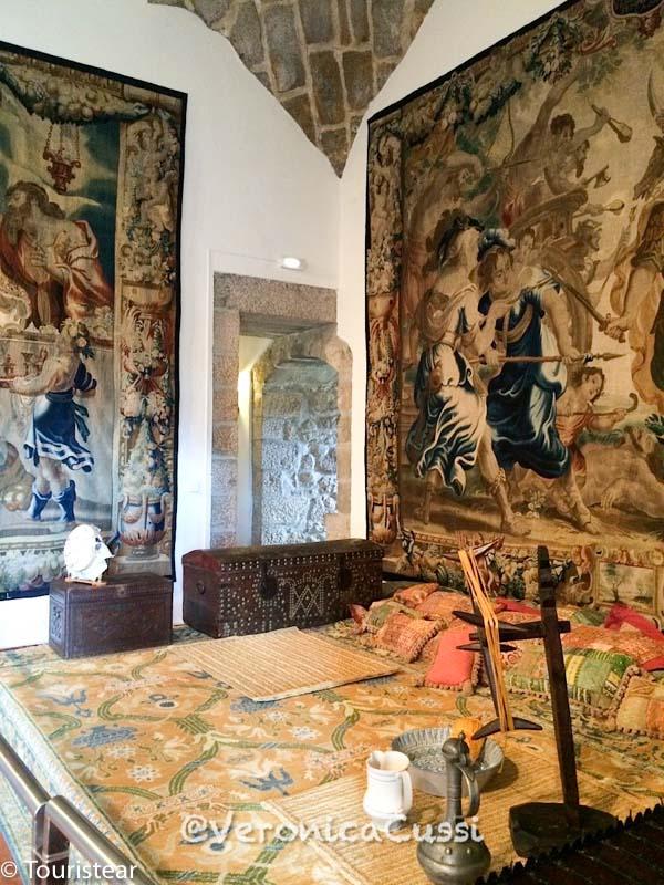 interior castillo manzanares el real, ruta sierra norte de madrid