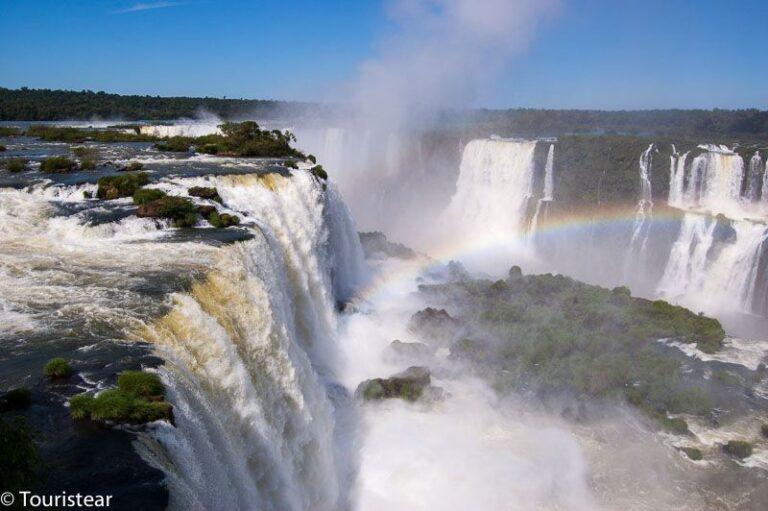Visit the Iguazu Falls in 4 days. A wonder of nature!