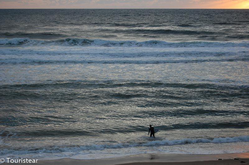 Surfer en Lacanau