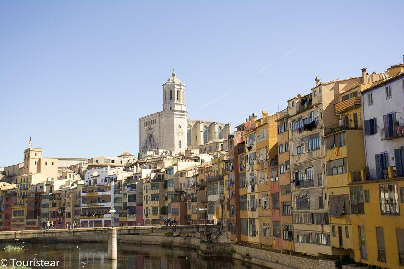 Casas de Oñar, Girona