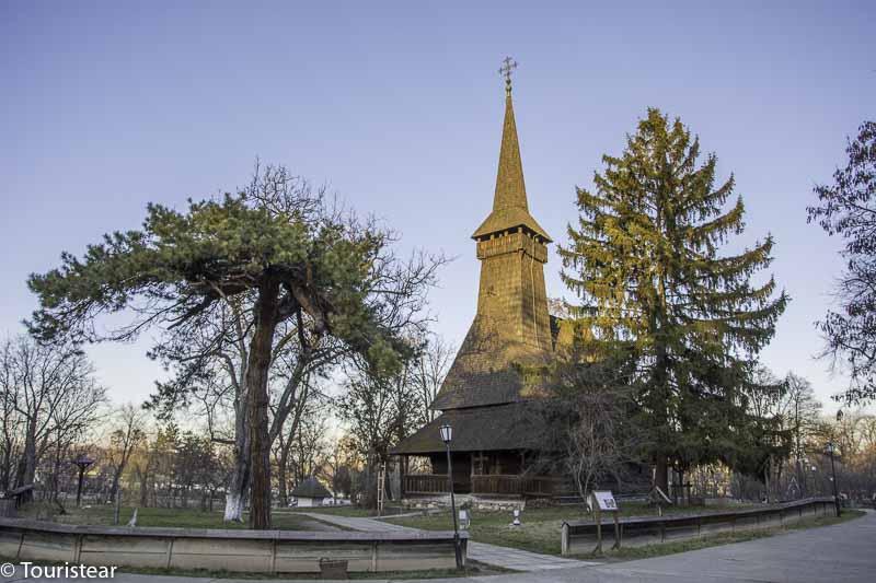 Iglesia Maramures. Museo de la Aldea. Bucarest