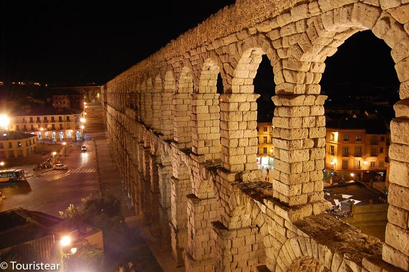 Segovia on an aqueduct day at night