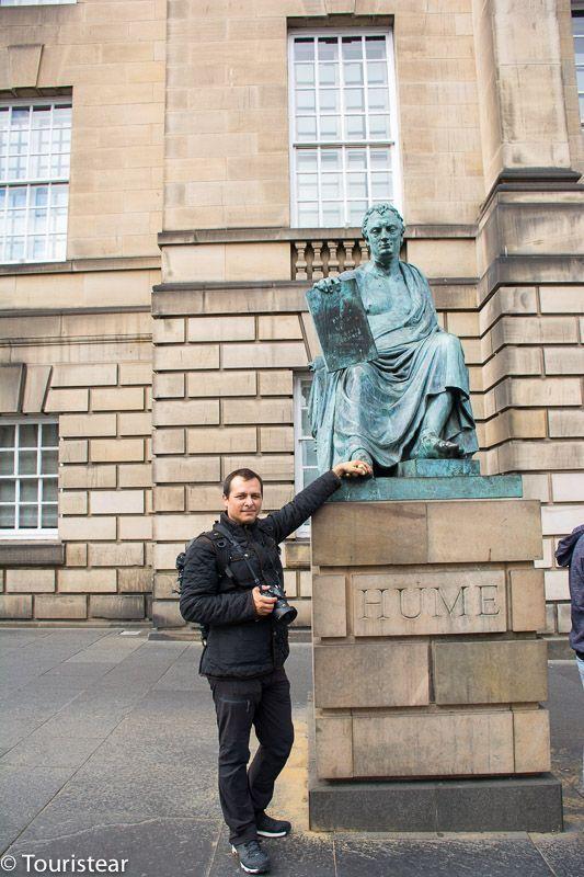 Estatua de Hume Fer, Edimburgo, Escocia