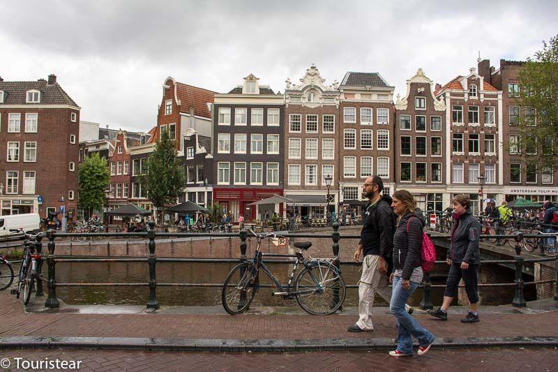 holanda, casas tipicas de Amsterdam con el canal