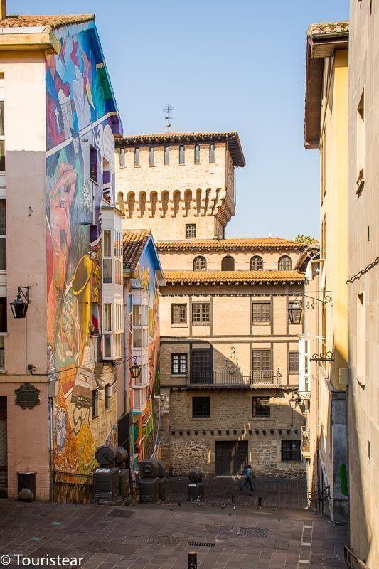 Vitoria, murales de Vitoria, torre de vigilancia