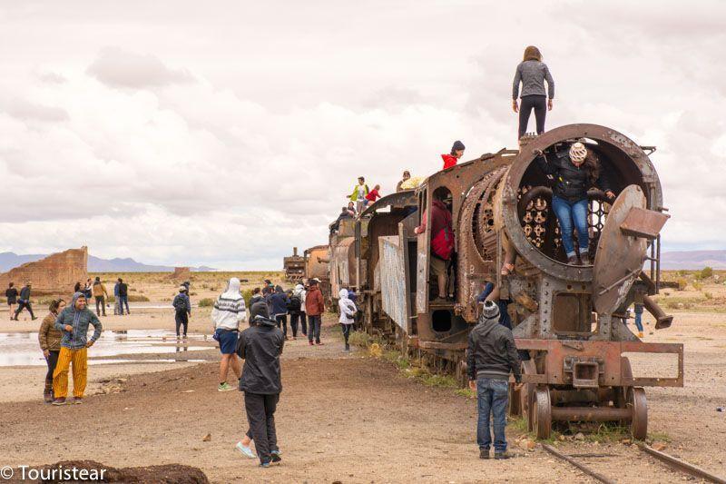 salar de uyuni, cementerio de trenes, bolivia