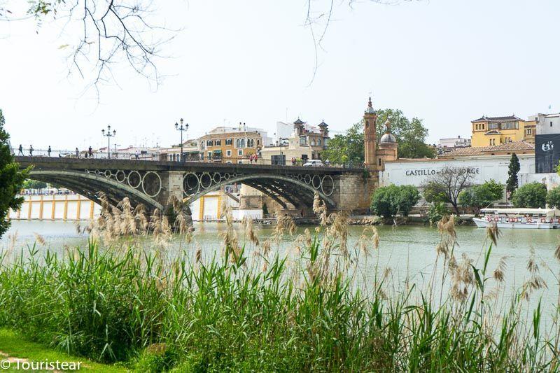 Sevilla, Puente de triana vista desde la otra orilla