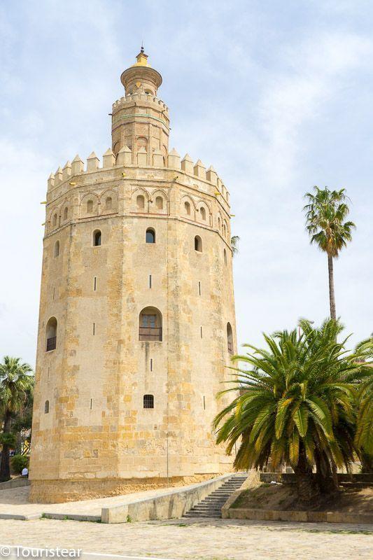 Sevilla, Torre de Oro desde la base de la torre
