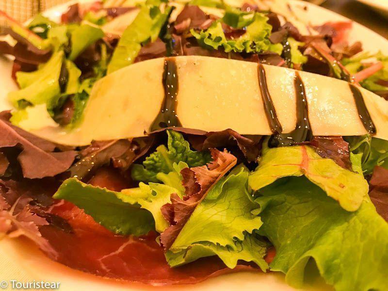 restaurante Posada de la Fragua, ensalada de cecina y queso, sierra de madrid