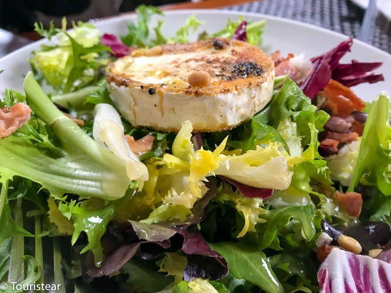 restaurante cachivache sierra madrid, ensalada de queso de cabra, sierra de madrid