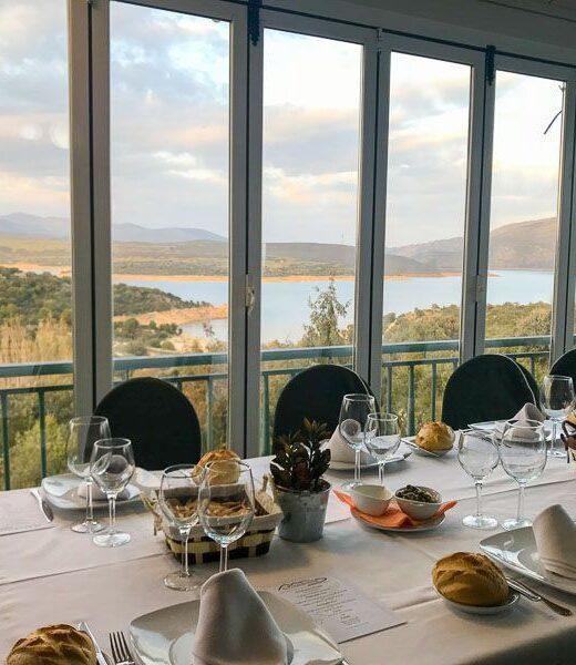 restaurante picachuelo sierra norte madrid, vistas al embalse del atazar desde la ventana del restaurante
