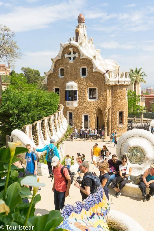 Visit the Park Guell of Barcelona, how to move around Barcelona