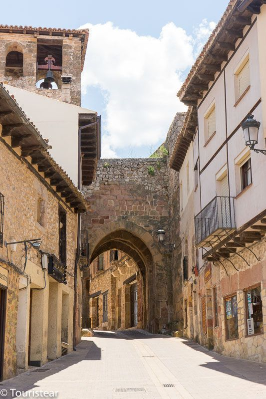 Arco de Arrebatacapas, Atienza, ruta del Cid