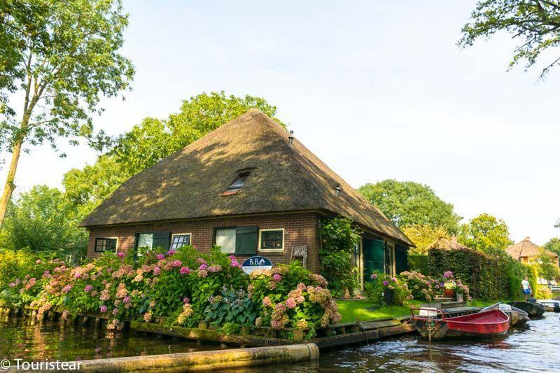 Casa con techo de paja en Giethoorn Paises Bajos