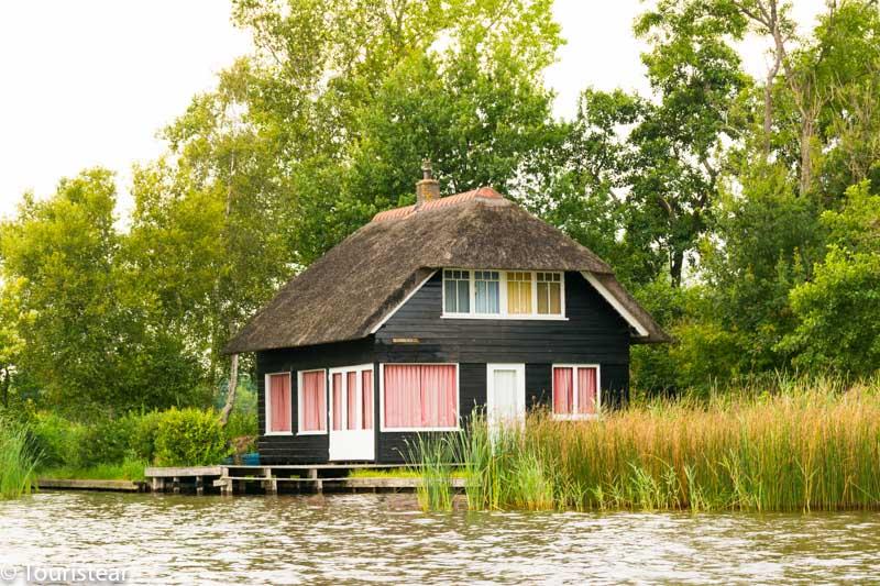 casas tipicas con el techo de paja de Giethoorn, Paises Bajos