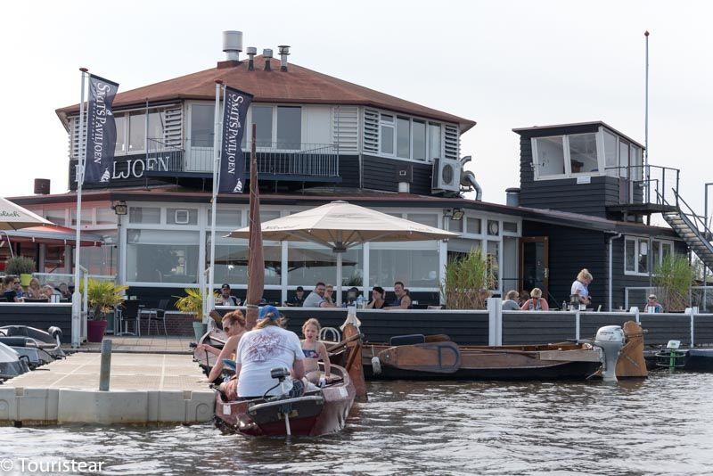 Estacionar tu barco en una isla y tomar algo, Giethoorn Paises Bajos