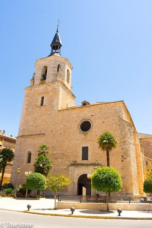 Iglesia de San Pedro, En el pueblo de Daimiel