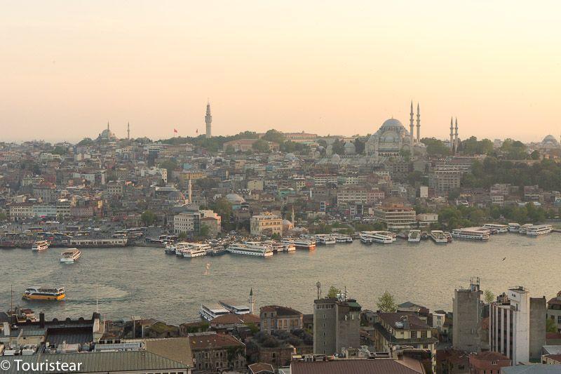 Vistas de Estambul al atardecer desde la Torre Galata