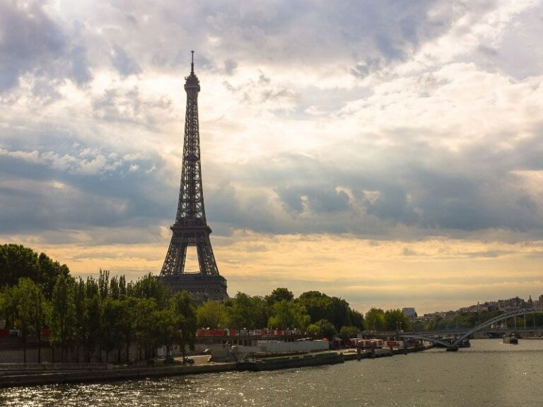 Travel insurance for the Working Holidays Visa in France