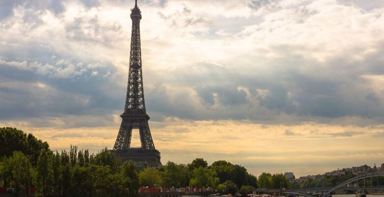 View Paris with the Eiffel Tower at sunset