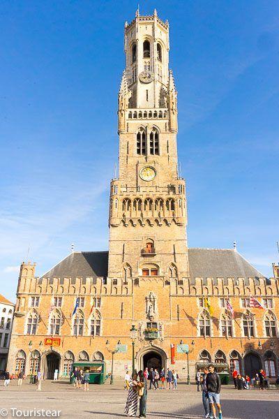 torre belfort de Brujas en un dia soleado