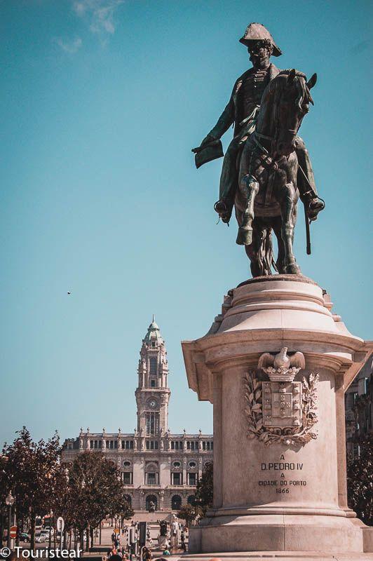 plaza de los aliados en oporto, portugal
