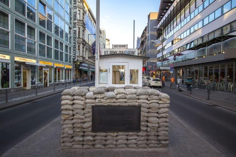 Checkpoint Charlie réplica caseta