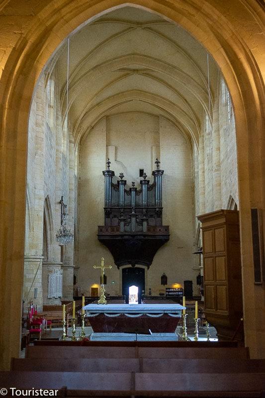 interior iglesia de Sarlat la Caneda