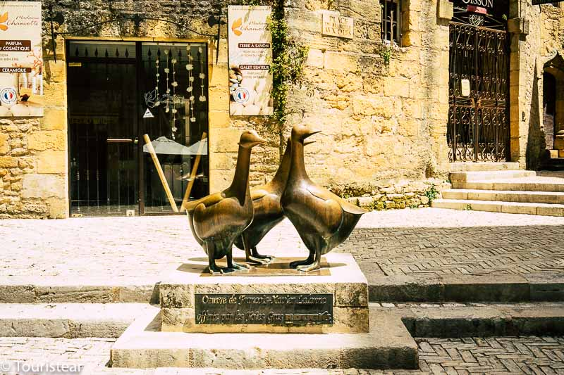 Estatua 3 gansos de Sarlat