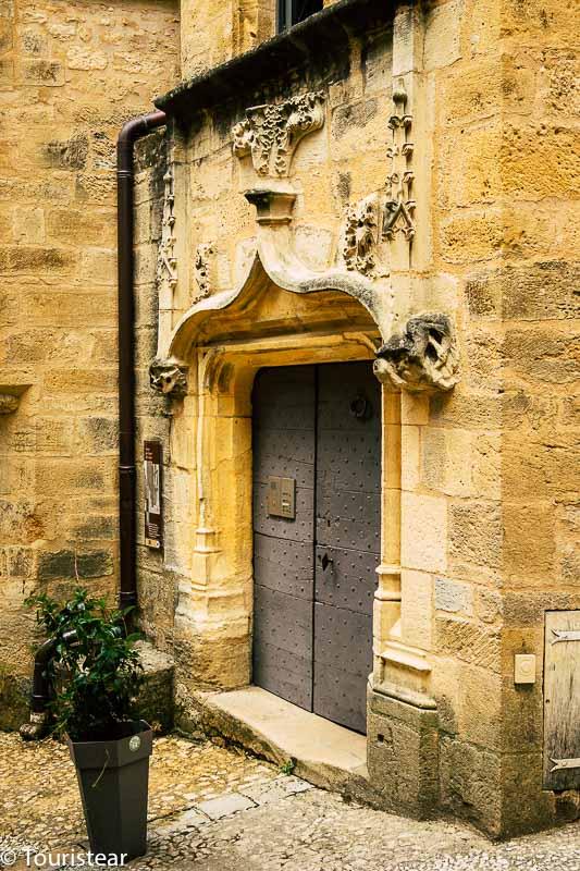 puerta de la maison grezel en Sarlat